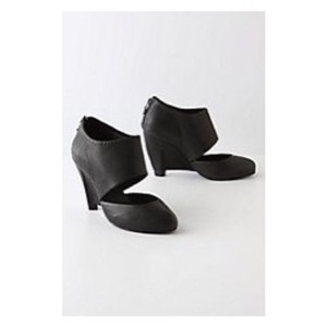 Anthropologie black Wedges