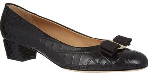 Salvatore Ferragamo black leather Pumps