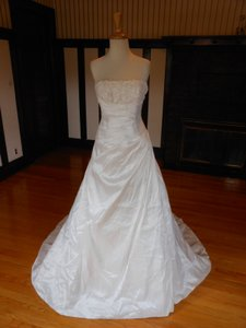 Pronovias Ivory Sample Destination Wedding Dress Size 4 (S)