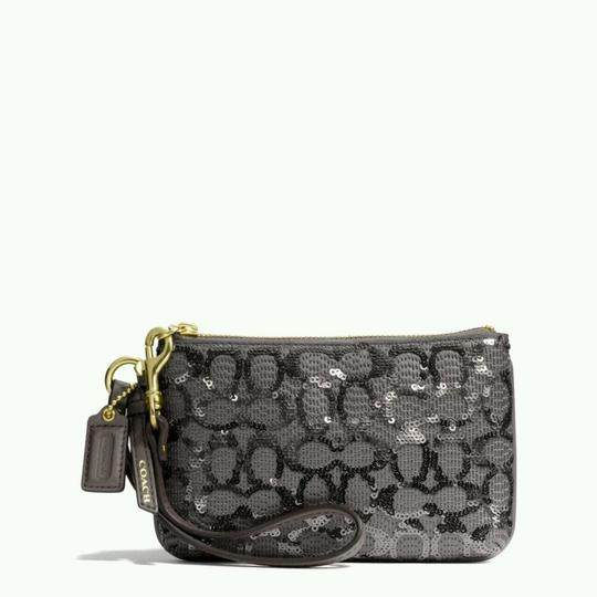 Coach Coach POPPY SEQUIN SIGNATURE C SMALL WRISTLET Image 1