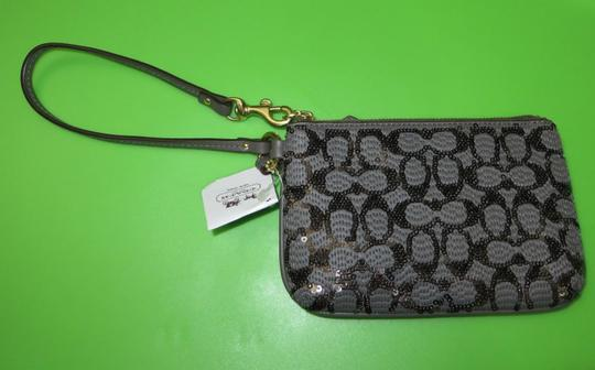 Coach Coach POPPY SEQUIN SIGNATURE C SMALL WRISTLET Image 9