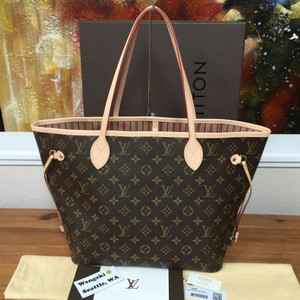Louis Vuitton Tote in Brand New 2016 Neverfull MM in Classic Beige. Includes Box, Dustbag, Tags, and Receipt. $200 OFF WITH CODE DROP200! Nwt