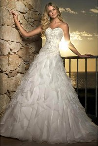 Essense Of Australia 5671 Wedding Dress