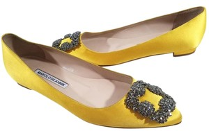 Manolo Blahnik Jewel Embellishment Elegant Satin Padded Made In Italy Almond-toe Yellow Flats