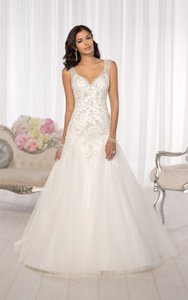 Essense of Australia Ivory Tulle D1625 Feminine Wedding Dress Size 12 (L)