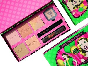 Benefit BENEFIT REAL CHEEKY PARTY BLUSHING BEAUTY SET LIMITED EDITION!