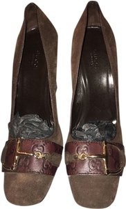 Gucci New Buckle Suede Wood Brown Pumps