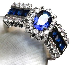 9.2.5 stunning blue and white sapphire flower cocktail ring size 8