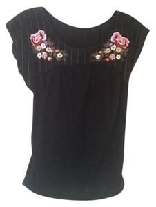 Willow & Clay Embroidered Floral Boho Modcloth Anthropologie T Shirt Black Floral