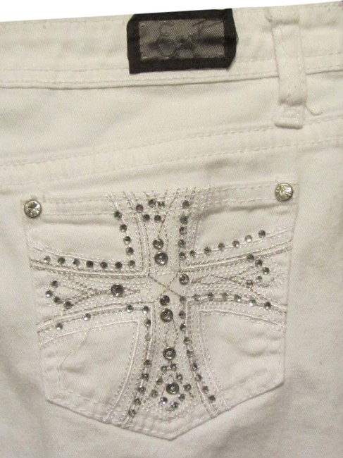 Preload https://item1.tradesy.com/images/earl-jeans-white-beaded-bermuda-shorts-size-10-m-31-1945430-0-0.jpg?width=400&height=650