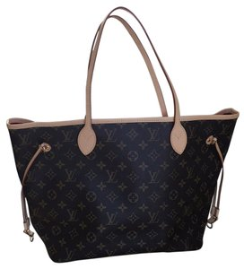 Louis Vuitton Tote in Monogram Red