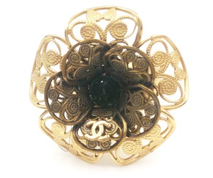 Chanel Authentic Chanel Gold Cut out Flower Ombre Ring