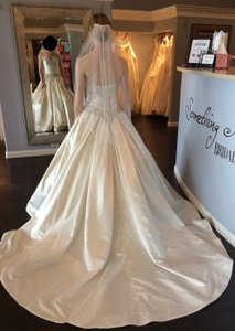 Allure Bridals Ivory/Silver Satin 9003 Formal Wedding Dress Size 6 (S)