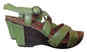 Dansko Platform Crisscross Strap Comfortable Leather Light Green Sandals