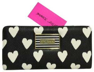 Betsey Johnson Bifold Wallet With Insert