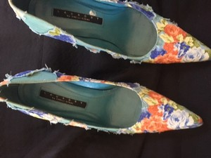 Laundry by Shelli Seagal Multi Pumps