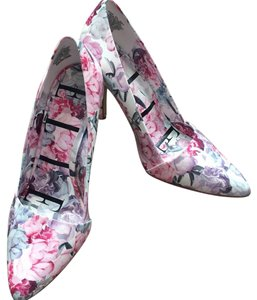 Elle White multicolor Pumps