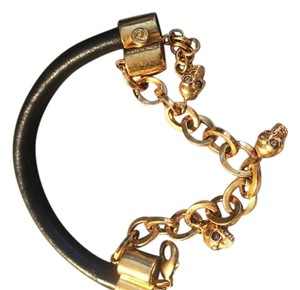 Alexander McQueen Black leather braclet with dangling gold skulls