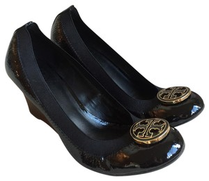 Tory Burch Black and gold metal logo medallion at toe Wedges
