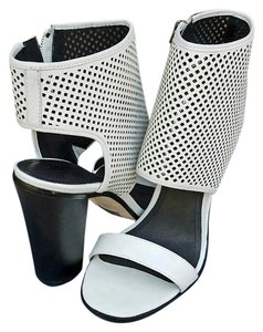 Pour La Victoire White Leather Sandals