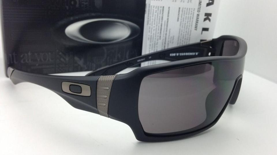 541c07757cc Oakley Offshoot Oo9190-01 Matte Black with Warm Grey Lenses New W   Sunglasses