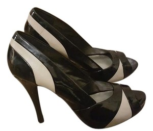 Nine West Leather Patent Leather black and tan/nude Pumps