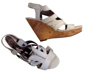 Carlos by Carlos Santana white Wedges