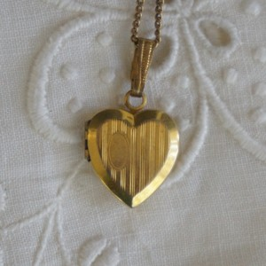 Antique 12k Gold Filled Engravable Heart Locket Necklace