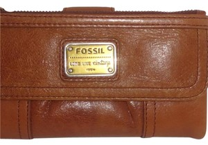 Fossil Leather Clutch Cell Phone Wristlet in Tan