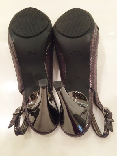 Circa Joan & David Irredescent Rubber Sole Never Worn Padded Platinum Sandals