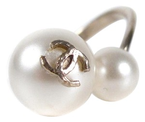 Chanel DOUBLE PEARL RING - 2014 - SIZE US 6.5 - GOLD CC LOGO CHARM 14S
