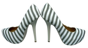 Charlotte Russe Pumps Gray & White Platforms