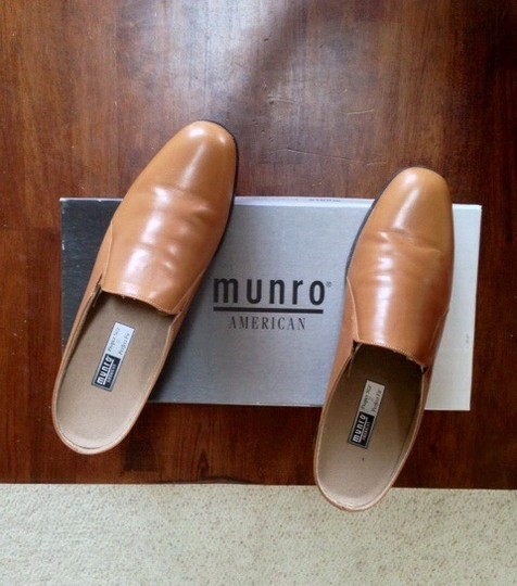 Munro American Leather Latex Natural Rubber Sole Unworn Camel leather Mules