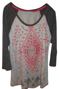 Maurices T Shirt gray, cream, coral
