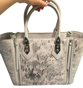 Henri Bendel Tote in Silver/Gray