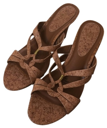 Preload https://item2.tradesy.com/images/life-stride-tan-sandals-1949236-0-0.jpg?width=440&height=440