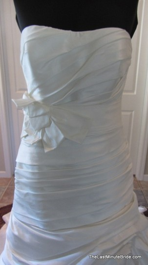 Enzoani Ivory Dupion Edinburgh Feminine Wedding Dress Size 12 (L)