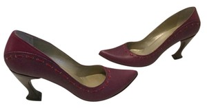 John Fluevog Lining Curvy Heels Padded Insoles. Burgundy pebbled leather pointed Pumps