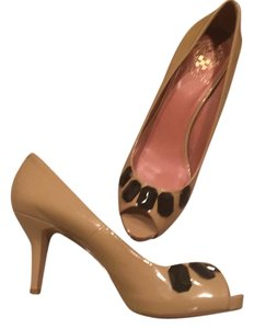 Vince Camuto Nude with black Pumps