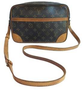 Louis Vuitton Trocadero 27 Trocadero Monogram Cross Body Bag