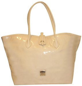 Dooney & Bourke Nwot Patent Leather X-lg Tote in Cream