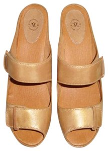 Johnston & Murphy soft gold Sandals