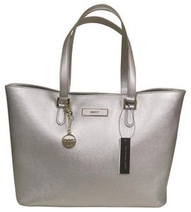 DKNY Tote in Metallic Silver