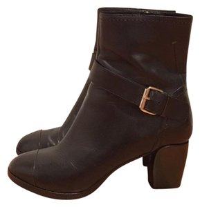 CoSTUME NATIONAL Leather Zipper Pull Black Boots
