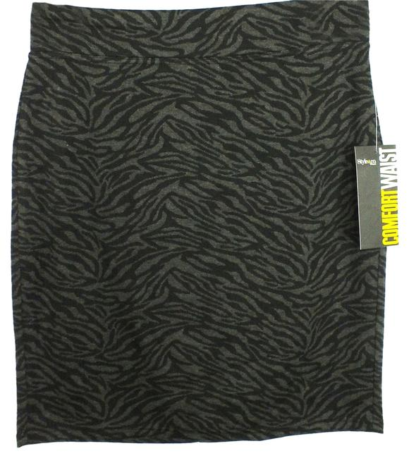 Preload https://img-static.tradesy.com/item/1950496/style-and-co-black-gray-new-0x-animal-print-knit-skirt-size-16-xl-plus-0x-0-0-650-650.jpg