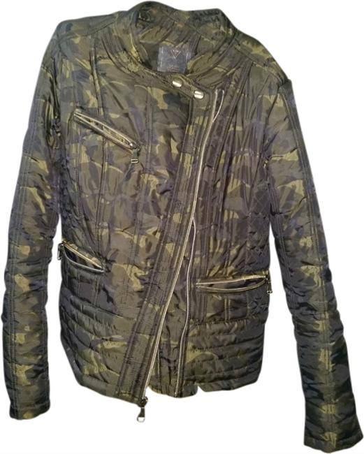 Preload https://item5.tradesy.com/images/guess-military-jacket-1950544-0-0.jpg?width=400&height=650