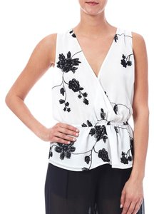 BB Dakota Top White, black embroidery