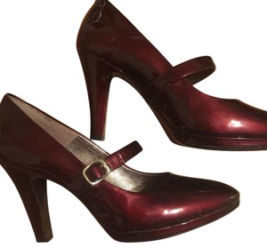 Söfft Burgundy Pumps