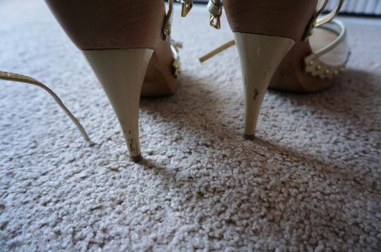 Guess By Marciano Heels cream Pumps
