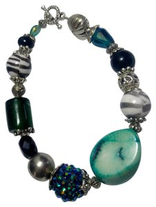 $8.95 Stone, Glass & Corral Bracelet Teal Black White Silver J2899